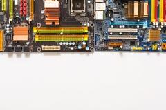 Комплект частей компьютера электронных на белом крупном плане предпосылки Стоковое фото RF