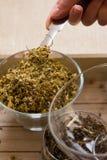 Комплект чая вливания Стоцвет-астрагона стоковая фотография rf