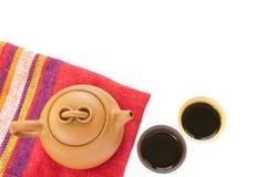 Комплект чая глины Исина китайца с чайником и чашками с черным shu Стоковые Фотографии RF