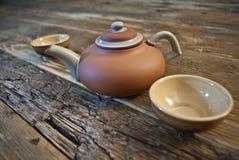 Комплект чая на деревянном столе Стоковые Изображения