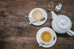 Комплект чая на древесине Стоковая Фотография