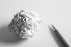 Комплект чертежа эскиза Скомканная бумага, карандаш, авторучка, тетрадь Стоковое Изображение RF