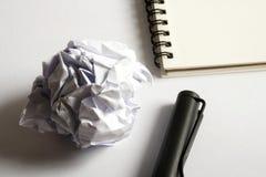 Комплект чертежа эскиза Скомканная бумага, карандаш, авторучка, тетрадь Стоковое Фото