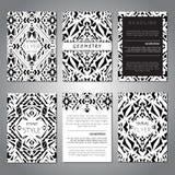 Комплект шаблонов брошюры вектора геометрических черно-белых для дела и приглашения этническо иллюстрация вектора