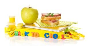 Комплект школьных принадлежностей, яблока и сандвича Стоковое Фото