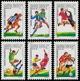 Комплект штемпелей напечатанных в Венгрии показывает футбол Ch кубка мира Стоковые Изображения