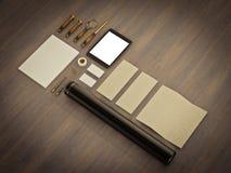 Комплект элементов идентичности на винтажной деревянной предпосылке Стоковая Фотография RF