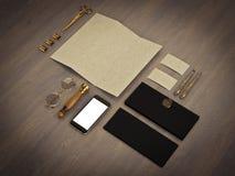 Комплект элементов идентичности на винтажной деревянной предпосылке Стоковые Изображения RF