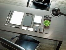 Комплект элементов модель-макета на деревянной таблице Шаблон для конструкции Стоковая Фотография RF