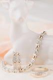 Комплект ювелирных изделий браслета серебра и золота, eaarings и кольца Стоковая Фотография