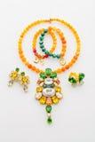 Комплект ювелирных изделий ожерелья, браслетов, кольца и серег Стоковое Изображение