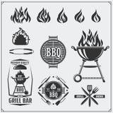 Комплект ярлыков BBQ и гриля Эмблемы барбекю, значки и элементы дизайна Иллюстрация Monochrome вектора Стоковые Фото