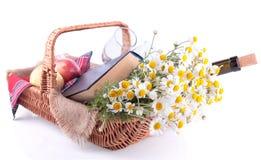 Комплект для романтичного красиво аранжированного пикника Стоковое Изображение