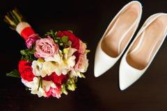 Комплект bridal букета, wedding цветет белые ботинки Стоковые Изображения RF