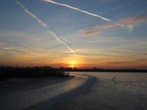 Комплект Colurful Солнця на зиме озера льда Стоковые Изображения