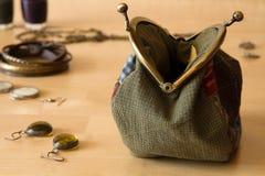 Комплект ` s женщин аксессуаров моды в золотом цвете Стоковое фото RF