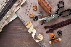 Комплект Scissor, кнопки, застежка-молния, рулетка, поток и кольцо дальше Стоковое Изображение