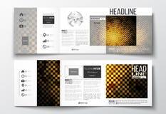 Комплект trifold брошюр, квадратных шаблонов дизайна Абстрактная полигональная предпосылка, современная стильная золотая текстура Стоковое Изображение RF