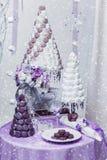 Комплект 3 wedding тортов croquembouche стоковые изображения
