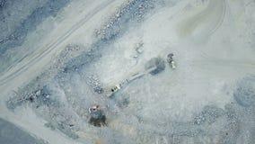 Конвейерная лента в каменном карьере сток-видео