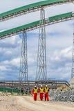 Конвейерная лента транспортируя руду платины для обрабатывать с мини стоковое фото rf
