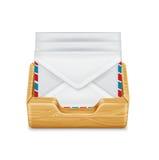 Конверты в изолированных контейнере/деревянном ящике Бесплатная Иллюстрация