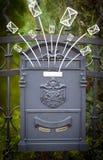 Конверты нарисованные рукой приходя из почтового ящика Стоковая Фотография