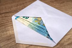 Конверт с банкнотами евро Стоковое Фото