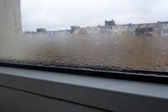 Конденсация на стекле осенью, стоковые изображения
