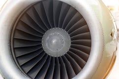 Конец авиалайнера пассажира лезвий самолетного двигателя вверх Стоковые Изображения RF