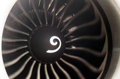Конец авиалайнера пассажира лезвий самолетного двигателя вверх Стоковая Фотография