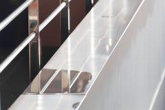 Конец балкона вверх с лужицей воды Концепция реального состояния стоковые изображения rf