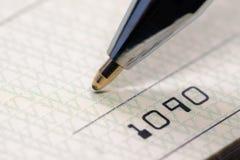 Конец банковского чека вверх по взгляду стоковые изображения