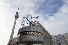 Башня Берлин Alexanderplatz TV часов мира Стоковая Фотография
