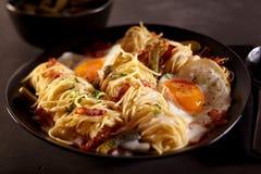 Конец блюда спагетти бекона и яичка вверх Стоковое Изображение RF