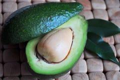 Конец-вверх авокадоа с листьями Стоковые Фотографии RF