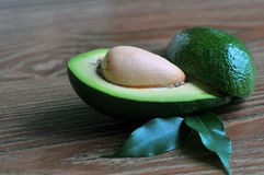 Конец-вверх авокадоа с листьями Стоковое фото RF