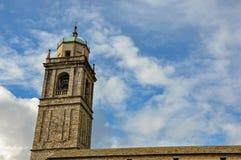 Конец-вверх башни церковного колокола сделанный кирпичей в Bellagio Стоковое Фото
