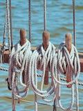 Конец-вверх веревочки ` s корабля старое деревянное парусное судно Стоковая Фотография