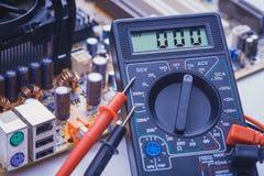 Конец-вверх вольтамперомметра на плите PCB Стоковое Изображение RF