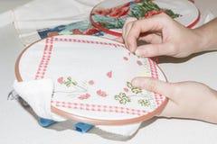 Конец-вверх вышивки вышивки крестиком handmade Вышивка ремесла Сделанный собственными руками Зашейте картины на деле Стоковое Изображение