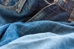 Конец вверх голубых джинсов Стоковая Фотография