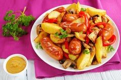 Конец-вверх горячих очень вкусных зажаренных сосисок Стоковые Изображения RF