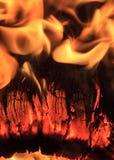 Конец-вверх горящего журнала Стоковые Изображения RF