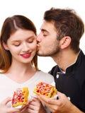 Конец-вверх девушки и парня держа бельгийский waffle, парня целуя девушку Стоковые Фотографии RF