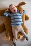 Конец вверх лежа мальчика Стоковая Фотография RF