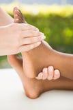 Конец-вверх женщины получая массаж ноги Стоковая Фотография RF