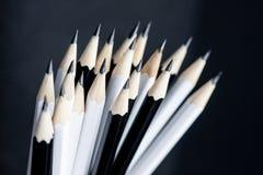 Конец вверх заточенной подсказки черно-белого карандаша Стоковое фото RF