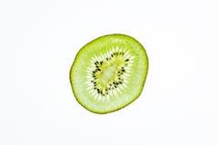 Конец-вверх зеленого куска плодоовощ кивиа на белой предпосылке Стоковые Изображения