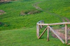 Конец-вверх изогнутой деревянной загородки стоковое изображение